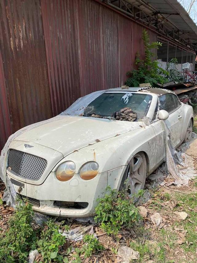 Siêu phẩm bạc tỷ một thời Bentley Continental GTC bị đại gia bỏ quên, nghe thời gian nằm phơi mưa gió mà choáng váng - Ảnh 1.