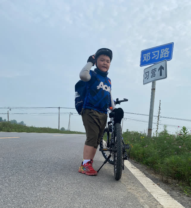 Bố bắt con trai 8 tuổi đạp xe 150 cây số trong 3 ngày để về nhà ngoại, nhìn hành trình của hai bố con mà ai cũng nể - Ảnh 5.