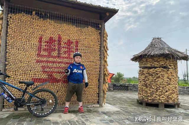 Bố bắt con trai 8 tuổi đạp xe 150 cây số trong 3 ngày để về nhà ngoại, nhìn hành trình của hai bố con mà ai cũng nể - Ảnh 6.