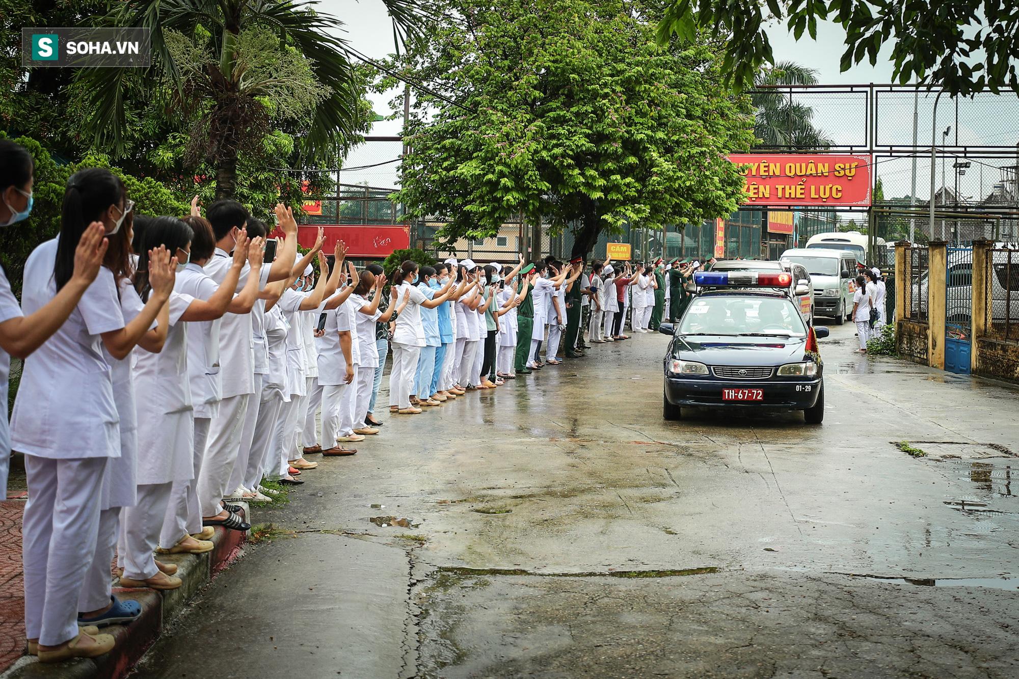 Khoảnh khắc xúc động của 130 y bác sĩ lên đường chi viện cho miền Nam chống dịch - Ảnh 11.