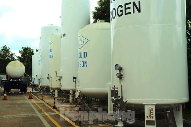 Cận cảnh nhà máy sản xuất oxy y tế khổng lồ phục vụ bệnh viện điều trị COVID-19 - Ảnh 13.