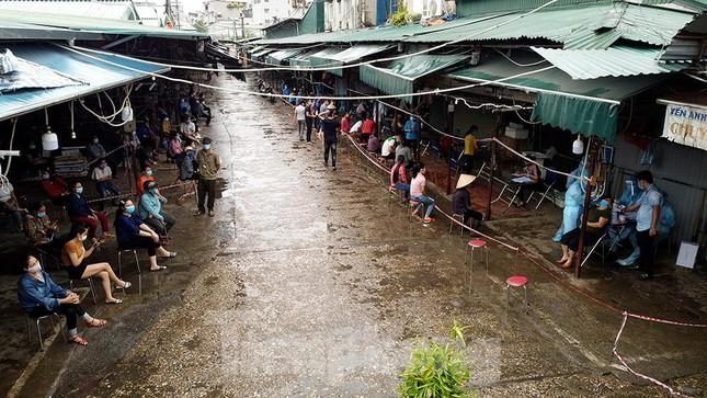 Phó Thủ tướng Vũ Đức Đam: Tiêm hết vắc-xin cho người dân TPHCM. Người dân không được đi khỏi nơi cư trú từ hôm nay đến hết giãn cách xã hội - Ảnh 2.