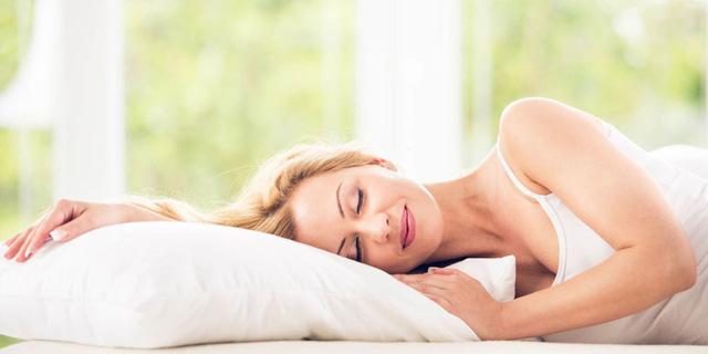 Ngủ quá nhiều dễ gặp rủi ro về sức khỏe, bạn ngủ mấy tiếng 1 ngày? - Ảnh 1.