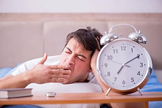 Ngủ quá nhiều dễ gặp rủi ro về sức khỏe, bạn ngủ mấy tiếng 1 ngày? - Ảnh 2.