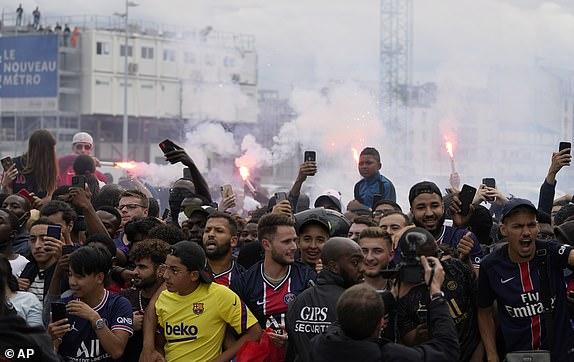 TRỰC TIẾP: Messi chính thức trở thành người PSG, hưởng lương khủng - Ảnh 17.