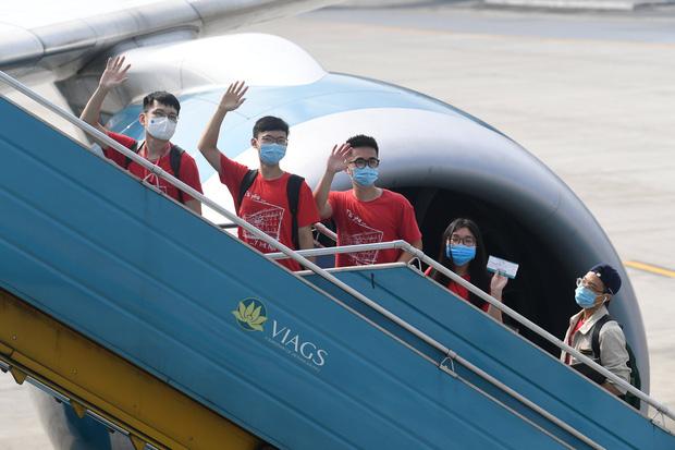 Những chuyện chưa kể của sinh viên từ Hà Nội vào Bình Dương truy vết F0: Làm việc hết công suất, gắn moteur vào người còn không chạy kịp - Ảnh 1.
