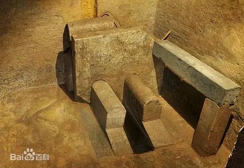 Đi theo con đường rải 3 tấn tiền xu, đội khảo cổ tìm đến lăng mộ xa hoa khó tin: Có cả... nhà vệ sinh cho chủ mộ! - Ảnh 3.