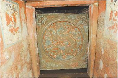 2 thi thể nam chôn chung lăng mộ khiến giới khảo cổ đau đầu: Tấm văn bia tiết lộ số phận bi kịch của cặp đôi thái giám nhà Minh! - Ảnh 1.