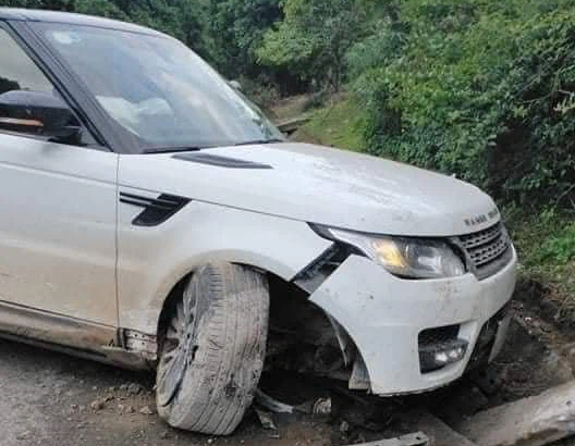 Giang hồ mạng Huấn Hoa Hồng lái xe sang Range Rover tự gây tai nạn ở Yên Bái - Ảnh 4.