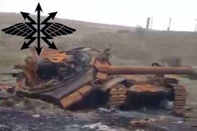 Xe tăng T-90 bị đạn pháo bắn nát - Cuộc nói chuyện với ông Putin kích động Thủ tướng Đức, mở màn loạt đòn giáng nặng nề nhằm vào Nga? - Ảnh 1.