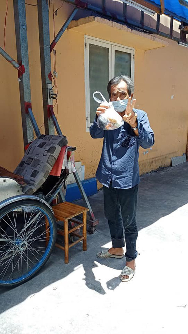 Người dân đói khổ trong đại dịch, họ rất cần một bàn tay để nắm lấy và những câu chuyện trong hành trình thiện nguyện của một nữ biên tập viên ở Sài Gòn - Ảnh 2.