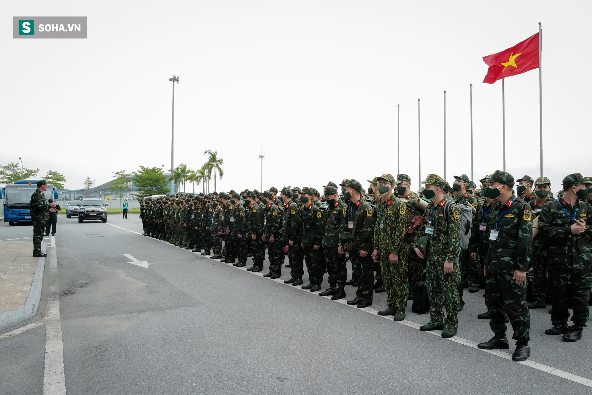 Phó Thủ tướng, Bộ trưởng Quốc phòng cùng hơn 1000 y, bác sĩ lên đường vào TP HCM chống dịch - Ảnh 1.