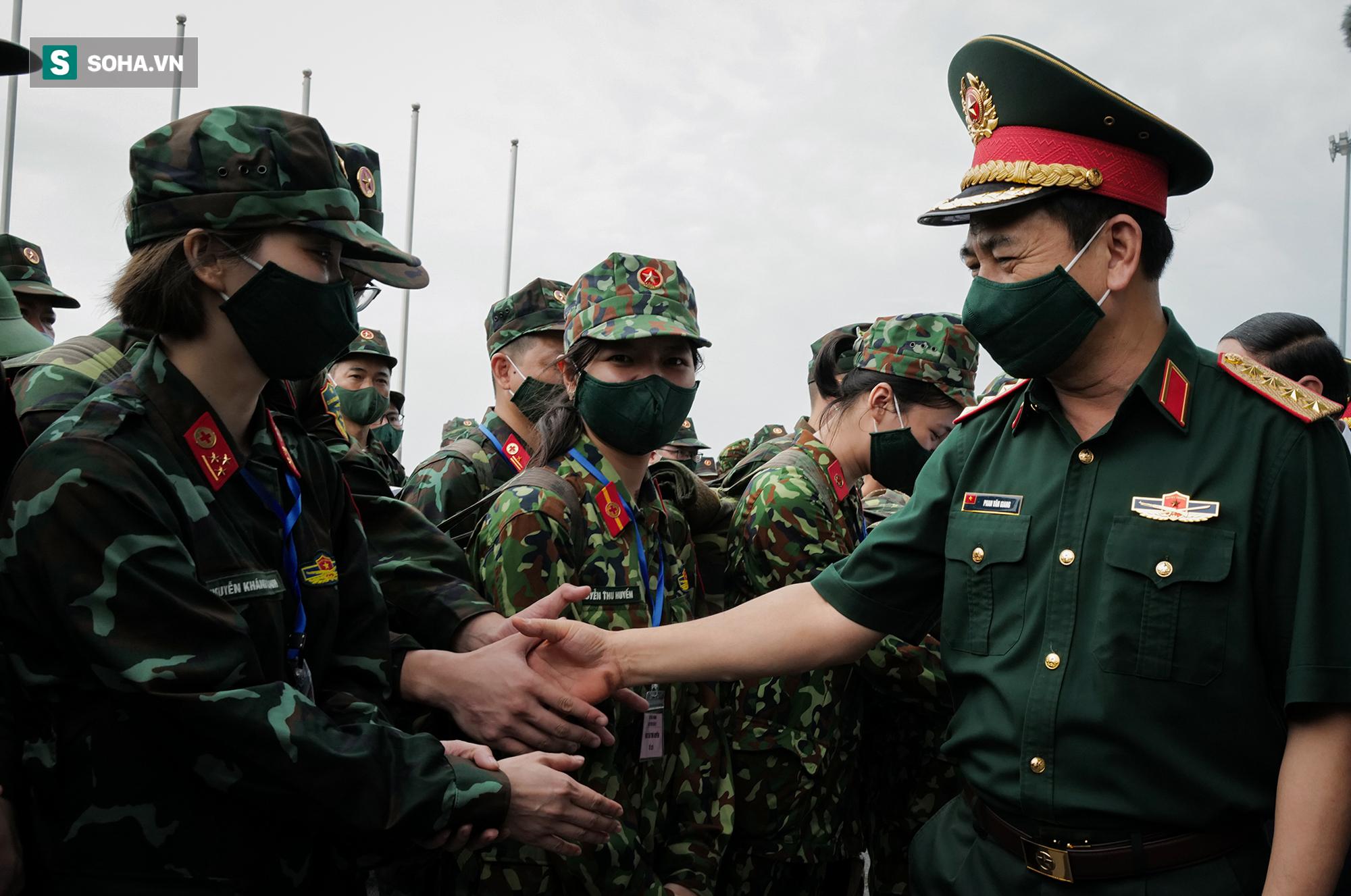 Phó Thủ tướng, Bộ trưởng Quốc phòng cùng hơn 1000 y, bác sĩ lên đường vào TP HCM chống dịch - Ảnh 4.