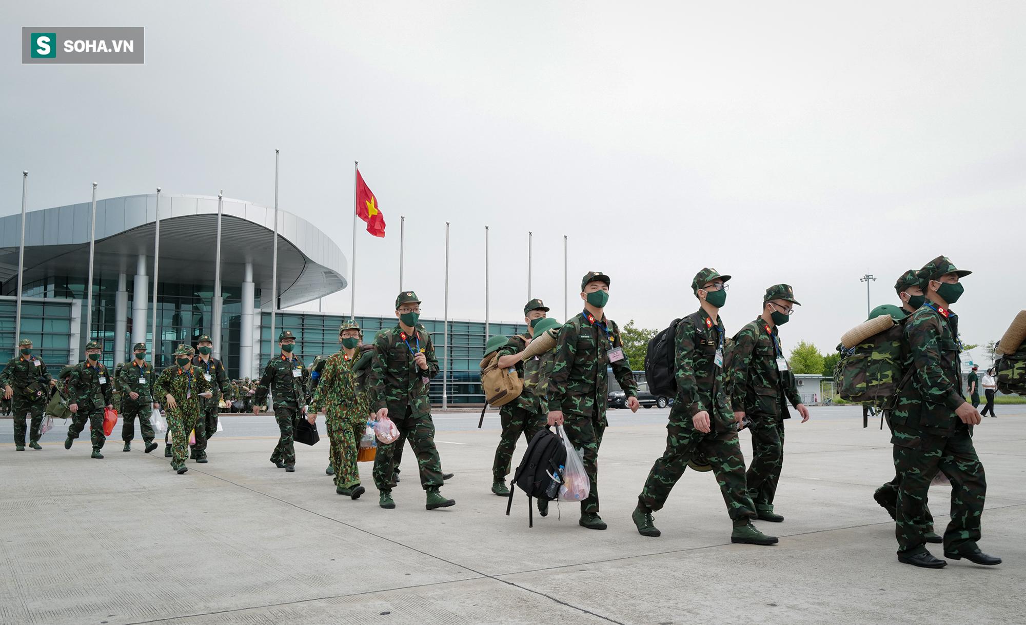 Phó Thủ tướng, Bộ trưởng Quốc phòng cùng hơn 1000 y, bác sĩ lên đường vào TP HCM chống dịch - Ảnh 5.