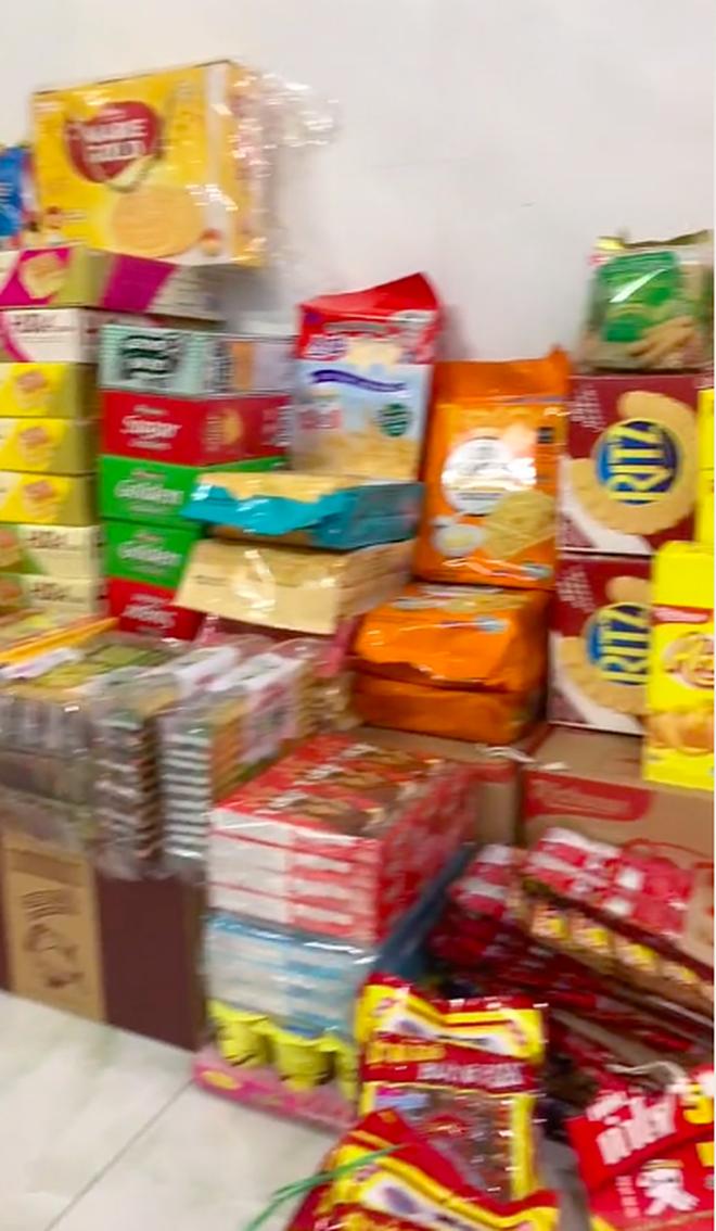 Màn dự trữ đồ ăn khủng nhất trong mùa dịch, trông cứ như vác cả tiệm tạp hoá về nhà khiến ai cũng ghen tị - Ảnh 4.