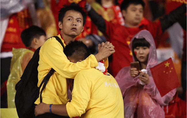 """Báo Trung Quốc: """"Tuyển Trung Quốc chưa học bò đã lo học chạy, rồi sẽ té ngã"""" - Ảnh 1."""