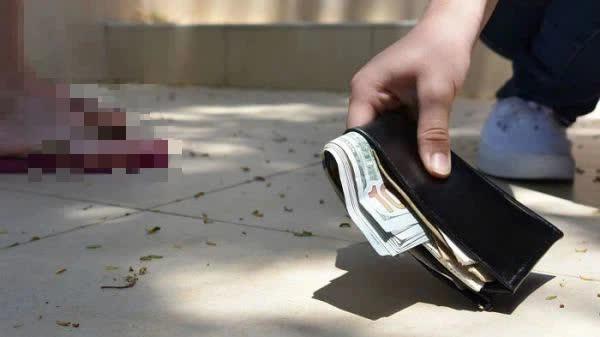 Nhặt được ví của người giàu có, cậu bé đem trả nhưng lại xin một chút tiền, lý do đưa ra khiến đối phương vừa nghe đã phải xấu hổ - Ảnh 2.