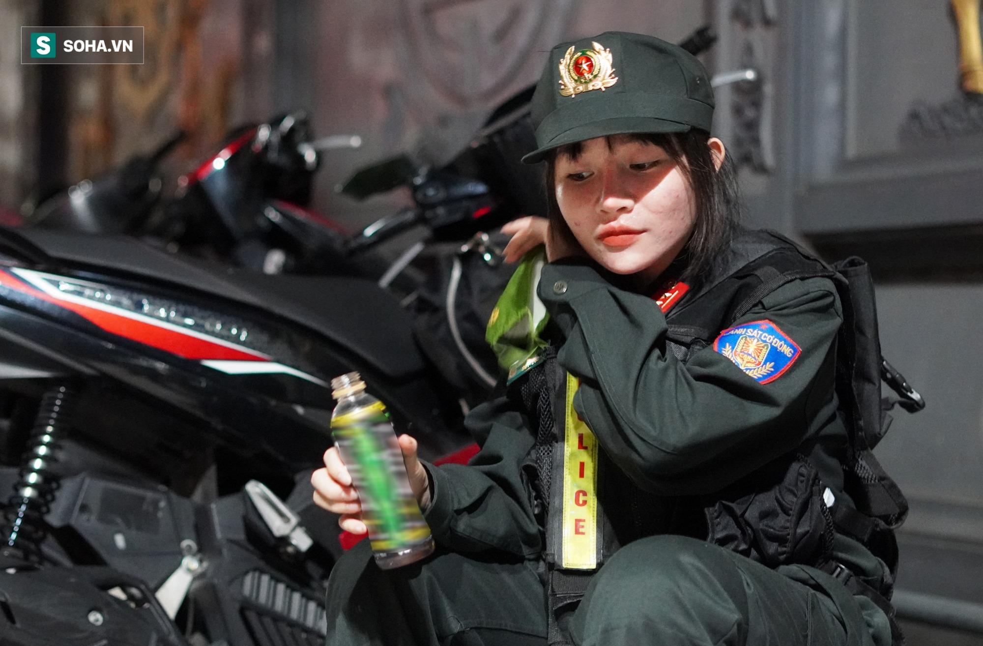 Nữ cảnh sát đặc nhiệm đầu tiên của tổ 141: Quen với những đêm trắng vì sự bình yên của người dân - Ảnh 11.