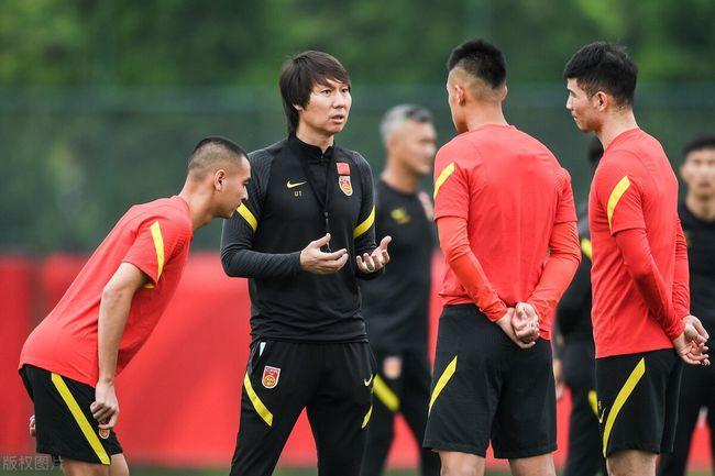 """""""Tuyển Trung Quốc chỉ là hạng hai ở châu Á, chúng tôi còn không biết tên cầu thủ của họ"""" - Ảnh 2."""
