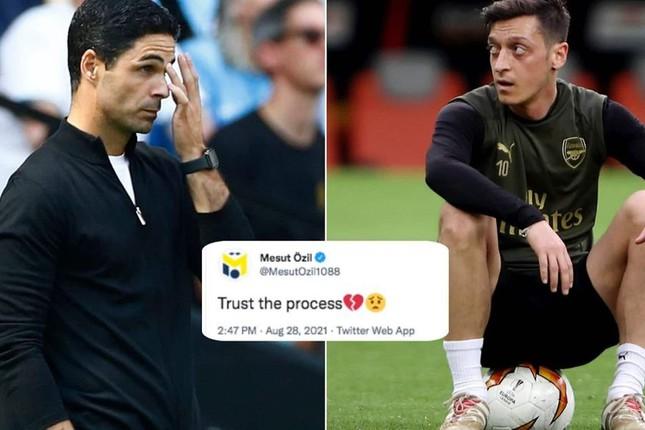 Arsenal đội sổ, cựu sao Mesut Ozil mỉa mai HLV Arteta - Ảnh 1.