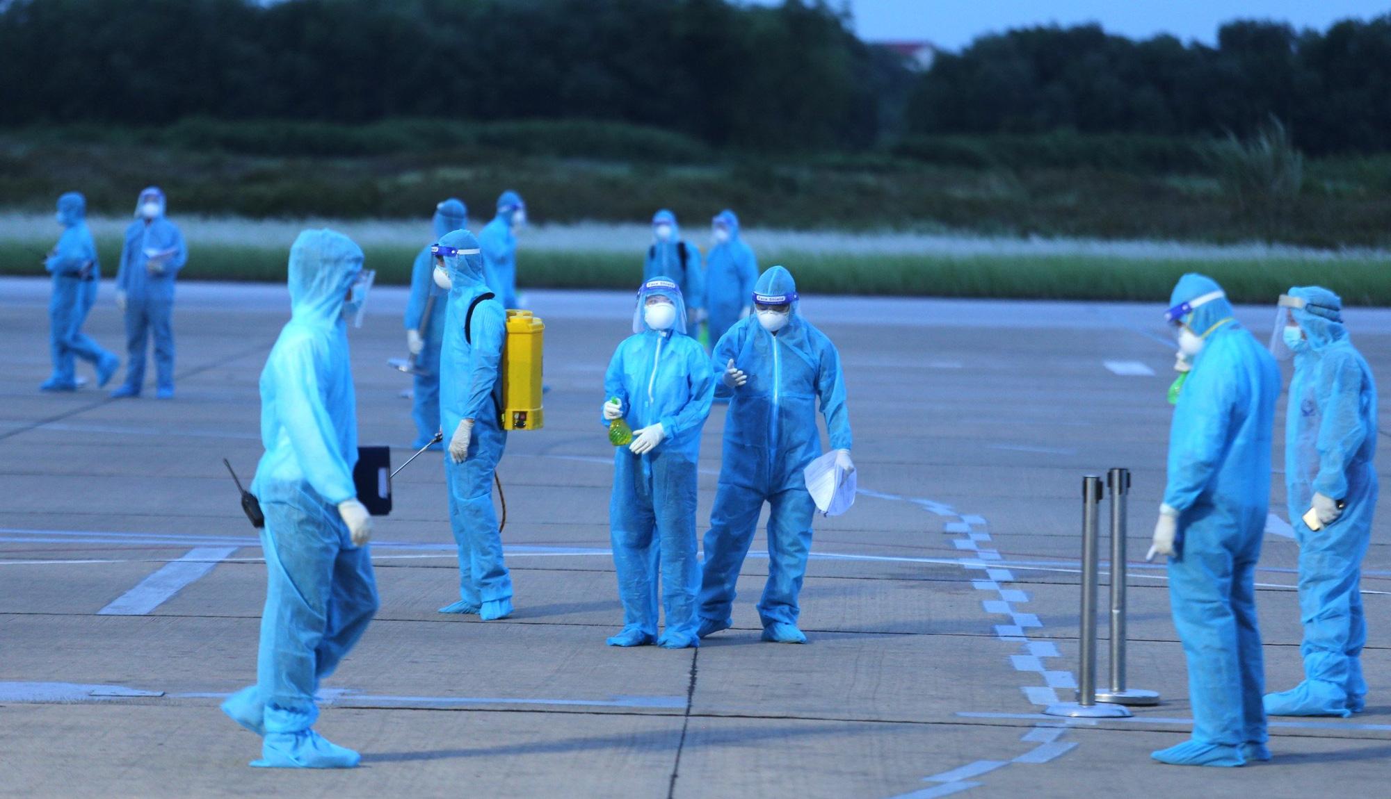 Chuyến bay miễn phí đầu tiên chở hơn 200 công dân từ miền Nam về Nghệ An - Ảnh 2.