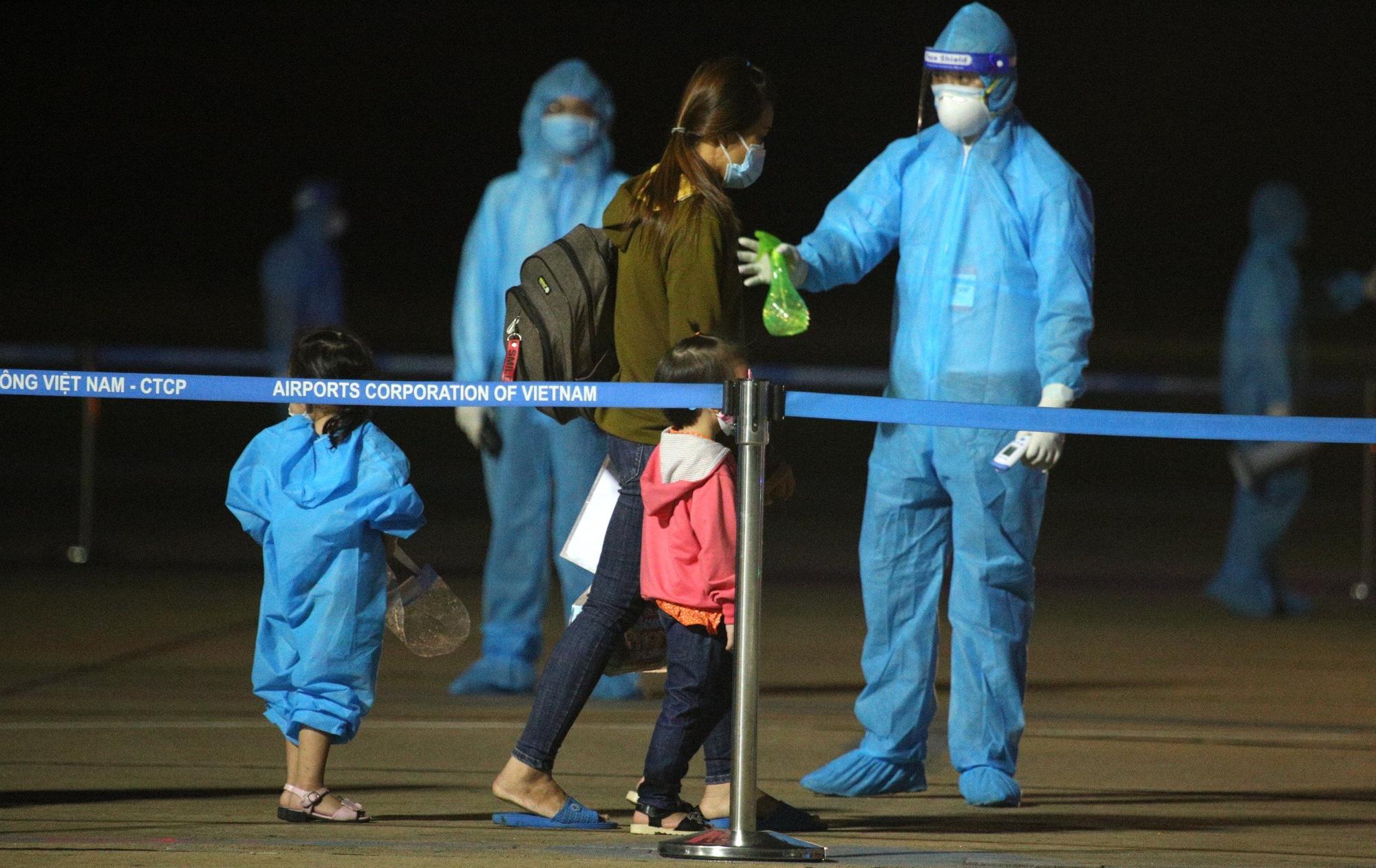 Chuyến bay miễn phí đầu tiên chở hơn 200 công dân từ miền Nam về Nghệ An - Ảnh 7.