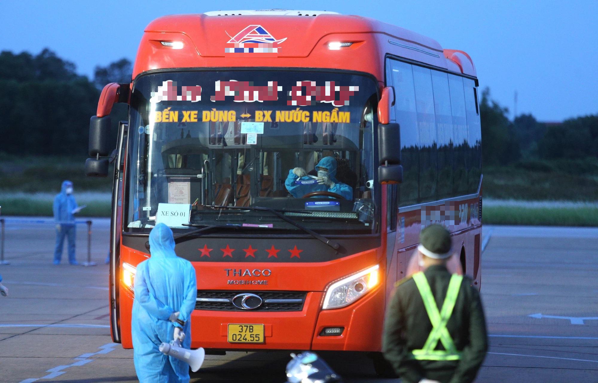 Chuyến bay miễn phí đầu tiên chở hơn 200 công dân từ miền Nam về Nghệ An - Ảnh 4.