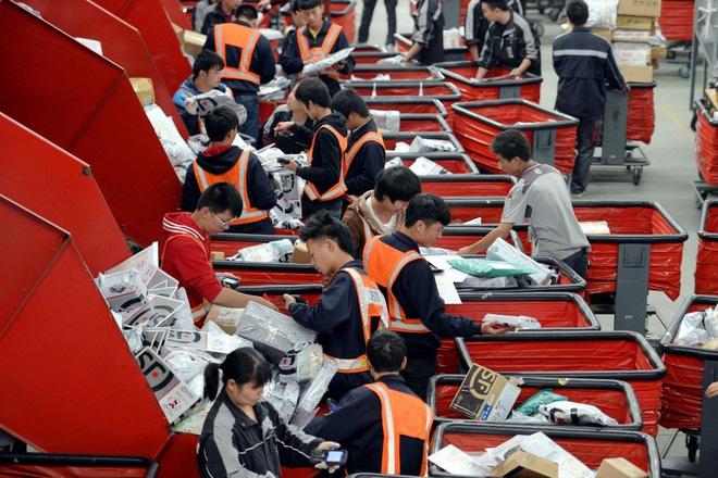 Chỉ mới cắt bỏ một chân kiềng, tập đoàn Mỹ đã khiến giấc mơ về mô hình sản xuất tại Trung Quốc, bán trên Amazon sụp đổ trong nháy mắt - Ảnh 1.