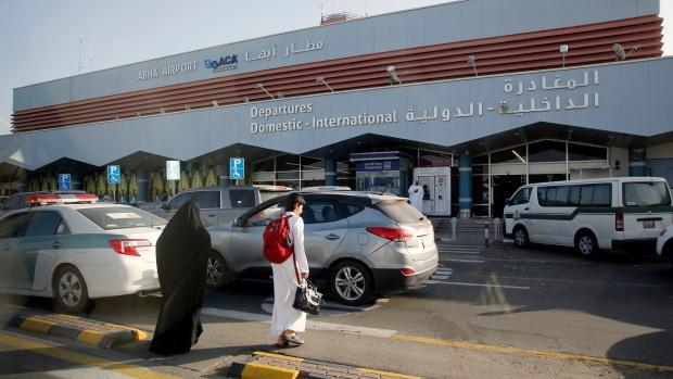 Sân bay ở Saudi Arabia bị đánh bom 2 lần trong 24 giờ, tuyển Việt Nam an toàn - Ảnh 1.