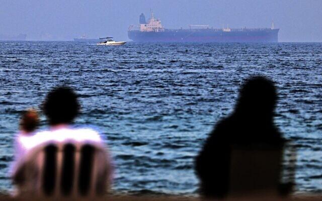 Một loạt tàu trên Vịnh Oman mất quyền điều khiển - Israel tuyên bố cực nóng: Sẽ một mình tấn công Iran nếu cần - Ảnh 1.