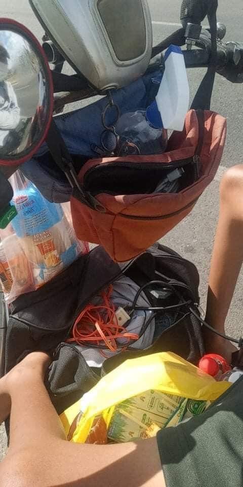 Rớt nước mắt cảnh chàng trai một mình đi xe lăn 7 ngày từ Sài Gòn về Phú Yên: Anh ấy ngồi còn không vững - Ảnh 2.