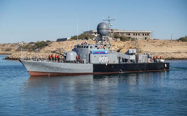 NÓNG: Tàu trên Vịnh Oman bị những kẻ có vũ trang khống chế đưa về hướng Iran - Israel ra tuyên bố cực nóng - Ảnh 2.