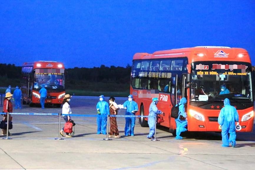 Chuyến bay miễn phí đầu tiên chở hơn 200 công dân từ miền Nam về Nghệ An - Ảnh 5.
