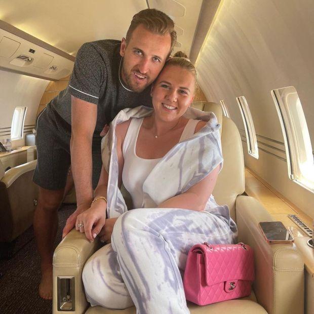 Phớt lờ Tottenham, Harry Kane đưa vợ đi trốn dài ngày ở biển Caribe - Ảnh 1.