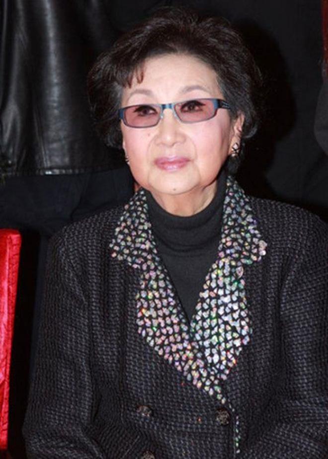 Nguyên mẫu Tiểu Long Nữ ngoài đời thật - nàng thơ của Kim Dung với nhan sắc rung động lòng người và mối tình đơn phương mãi tiếc nuối - Ảnh 12.