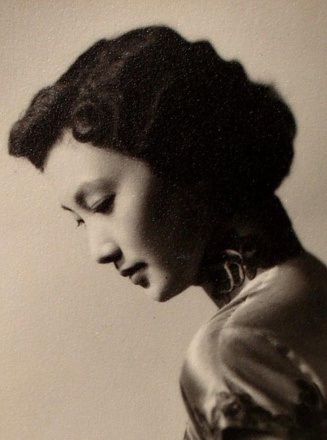 Nguyên mẫu Tiểu Long Nữ ngoài đời thật - nàng thơ của Kim Dung với nhan sắc rung động lòng người và mối tình đơn phương mãi tiếc nuối - Ảnh 4.