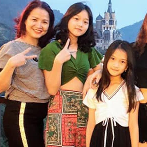 Đời thực của nữ diễn viên đóng vai bà Sa hiểm ác trong Hương vị tình thân: Hạnh phúc bên chồng là cảnh sát và 2 con gái - Ảnh 4.