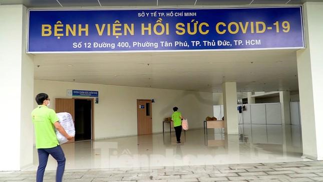 Cận cảnh khoa đặc biệt cho bệnh nhân vừa vượt qua cửa tử tại Bệnh viện Hồi sức COVID-19 - Ảnh 1.