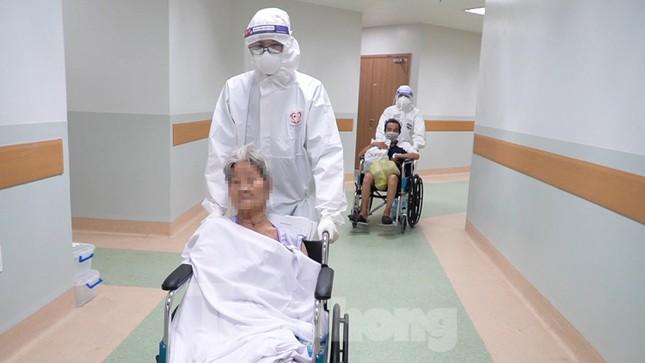 Cận cảnh khoa đặc biệt cho bệnh nhân vừa vượt qua cửa tử tại Bệnh viện Hồi sức COVID-19 - Ảnh 6.