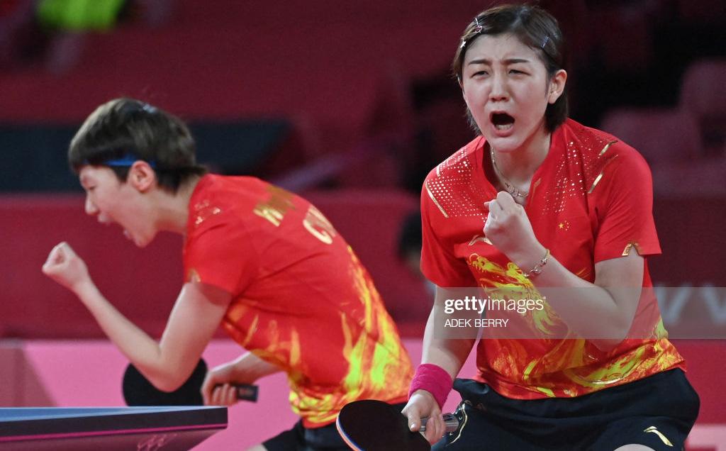 """Olympic: Trung Quốc thị uy sức mạnh sau thất bại cay đắng, """"đòi nợ"""" Nhật Bản thành công"""