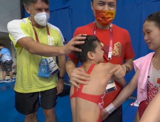 Thần đồng Trung Quốc đoạt HCV siêu ngoạn mục khiến HLV đối thủ phải 3 lần xin bắt tay - Ảnh 5.