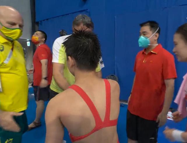 Thần đồng Trung Quốc đoạt HCV siêu ngoạn mục khiến HLV đối thủ phải 3 lần xin bắt tay - Ảnh 6.