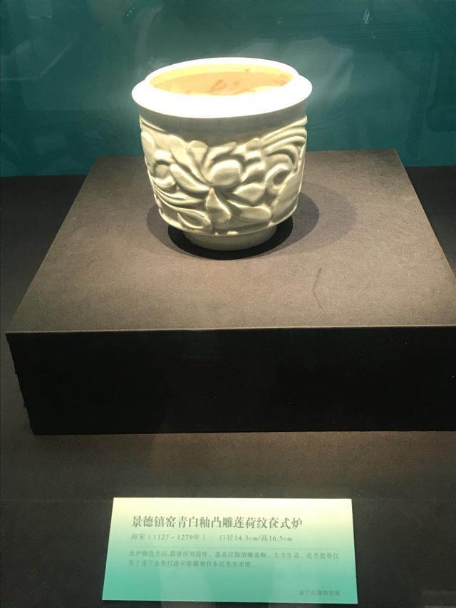 Chàng trai đào huyệt tìm thấy chiếc bình lá sen: Khi đội khảo cổ đến nơi, họ đã xới tung cả khu đất! - Ảnh 3.