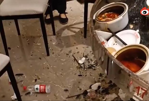 Clip: Bàn lẩu nổ tung trong lúc đang ăn khiến thực khách phải nhập viện, nguyên nhân do một điều mà các nhà hàng thường không để ý - Ảnh 2.
