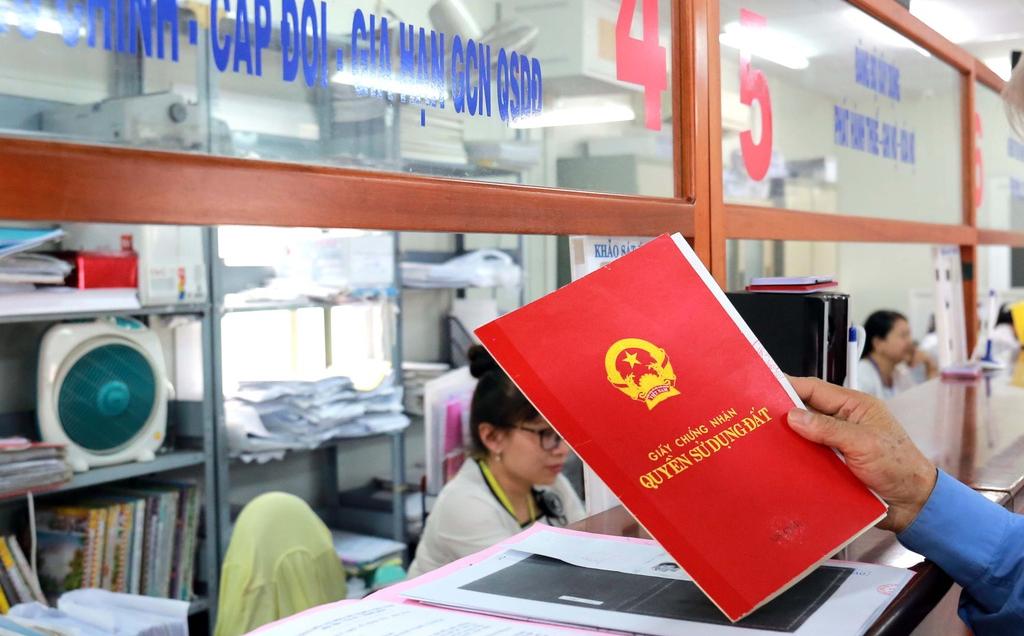 Hàng loạt chính sách nổi bật có hiệu lực từ tháng 9: Làm sổ đỏ không cần bản sao giấy tờ tùy thân