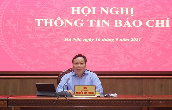 Phó Bí thư Thành ủy Hà Nội: Không thể giãn cách, phong tỏa mãi được; 2 quan chức hẹn nhau ra ngoài khi giãn cách bị cảnh cáo - Ảnh 1.
