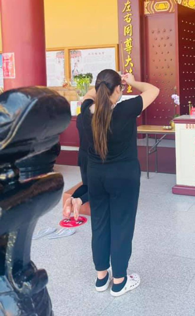 Con gái ruột đi chùa cầu nguyện cho Phi Nhung - Ảnh 5.