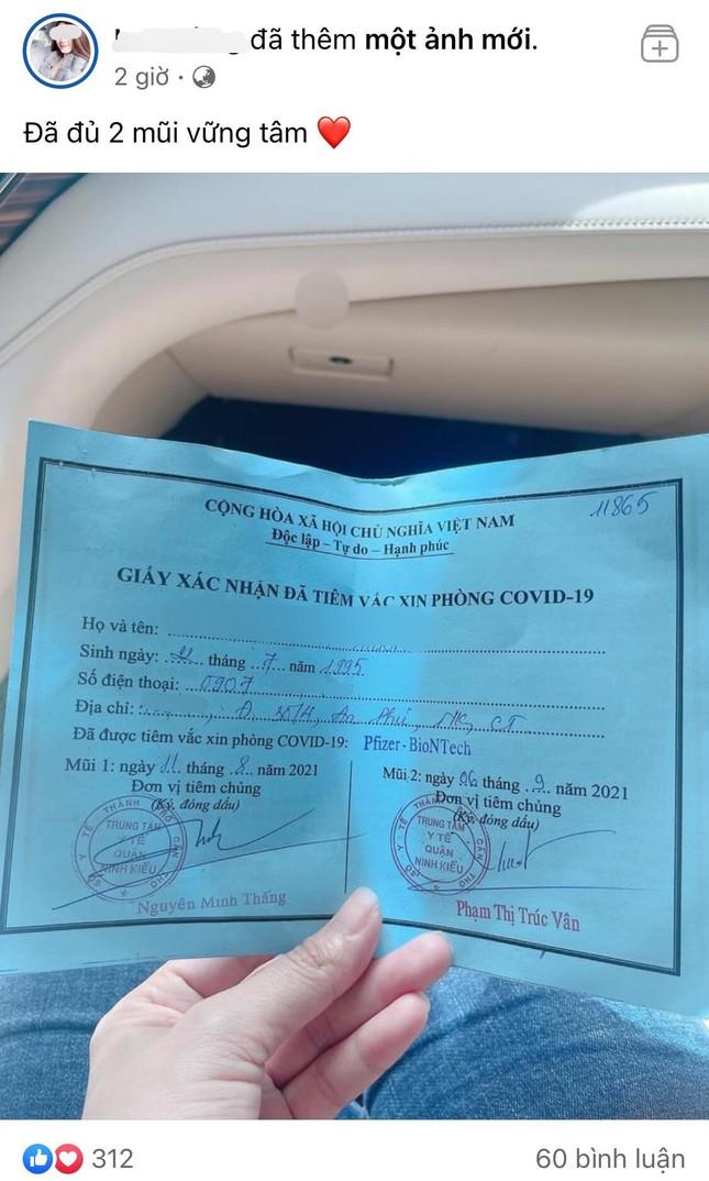 Diễn biến nóng vụ cô gái được tiêm vắc xin nhờ ông anh: Đình chỉ phó chủ tịch phường - Ảnh 3.