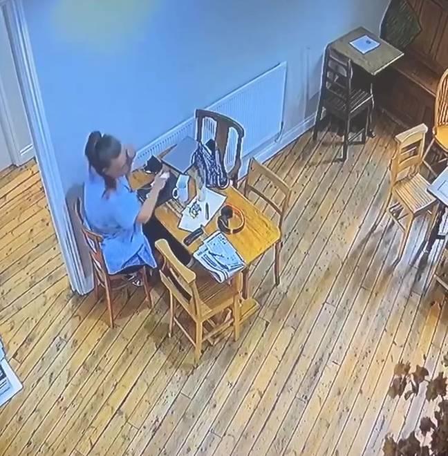 Nghe tiếng ghế kêu cót két ngay cạnh mình, chủ quán kiểm tra camera thì tái mặt khi thấy hiện tượng lạ - Ảnh 3.