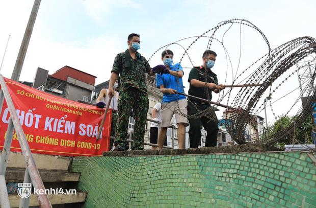 Hà Nội: Gỡ phong toả hàng loạt khu vực cách ly tại ổ dịch ở Hoàng Mai, Đống Đa, Hoàn Kiếm - Ảnh 1.